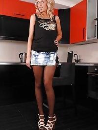 Blonde babe Ellen's kitchen solo