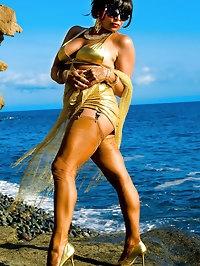 Hottie loves golden lingerie