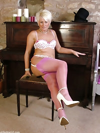Blonde MILF shows her pink stockings and white pumps
