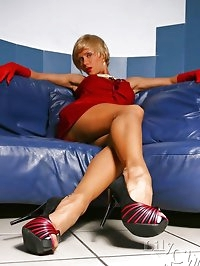 Long sexy MILF legs in vintage thin stockings and high heels