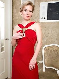 Russian milf Lisa Young has an incredible petite figure..