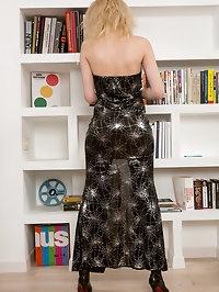 Elegant MILF Sasha Jess Loves To Read