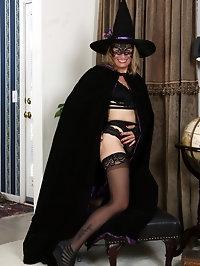 Jade Allan Halloween Costume