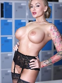 Tattooed Blonde Kalya Green, Busty MILF in a DP threesome