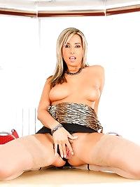 Secretary slut Daria fucking her horny boss