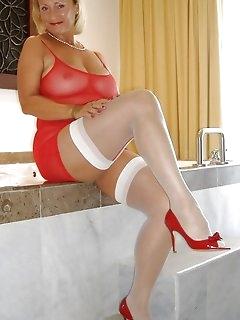 Wet Nylon Legs Babes